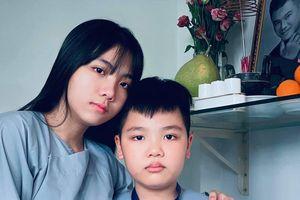 Vợ cũ Vân Quang Long gây xúc động khi đăng ảnh các con khoe thành tích học tập trước bàn thờ bố