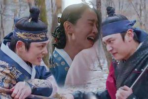 'Mr. Queen' tập 17: Kim Jung Hyun từ bỏ mạng sống để cứu mẹ con Shin Hye Sun, cuộc chia tay số phận?