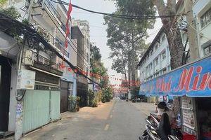 TPHCM: Công an cùng người dân vây bắt tên cướp xe ôm trong đêm