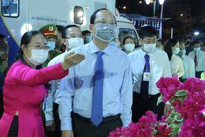 Khai mạc chợ hoa xuân 'Trên bến dưới thuyền' Tết Tân Sửu 2021