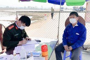 Phạt nặng người chở cám gia cầm trốn kiểm soát dịch bệnh Covid-19