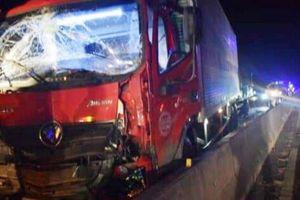 Tai nạn liên hoàn trên QL1A qua Ninh Thuận, tài xế và phụ xe tử vong