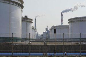 Giá dầu tiếp tục tăng mạnh nhất hơn 1 năm, đạt hơn 60 USD/thùng