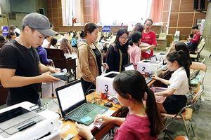 Sinh viên dân tộc hộ khẩu tại vùng 135 có được giảm học phí?