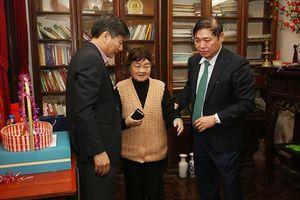 Chủ tịch Phan Xuân Dũng thăm, chúc Tết... đàm đạo 'thế sự' với các nhà khoa học lão thành