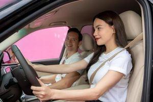 Sao Việt đua nhau 'tậu' xe hơi tiền tỷ đón Tết 2021