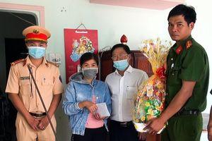 Ban ATGT huyện Châu Đức thăm và trao quà Tết cho gia đình nạn nhân bị TNGT