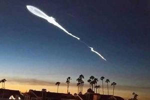 Sự thật vệt sáng giống UFO ngoài hành tinh xuất hiện trên bầu trời Mỹ