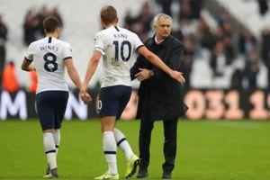 Những điểm khiến Mourinho đang lùi dần đều cùng Tottenham