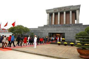 Lăng Chủ tịch Hồ Chí Minh mở cửa ngày mùng 1 Tết đón nhân dân vào viếng