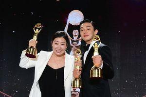 Yoo Ah In là Nam chính xuất sắc tại giải Rồng Xanh lần thứ 41