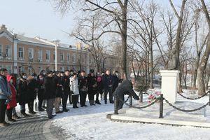 Người Việt tại Vladivostok (Nga) dâng hoa tưởng nhớ Chủ tịch Hồ Chí Minh nhân Tết Tân Sửu