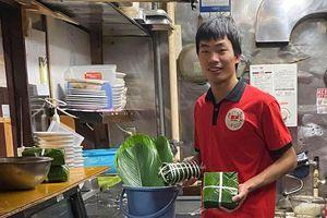 Người Việt xa xứ gói bánh chưng nhớ hương vị Tết quê hương