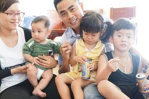 Trẻ con tung tăng vui Tết ở đảo Trường Sa