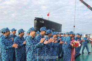 Hai 'ly rượu' đặc biệt đón giao thừa của lính tàu ngầm Việt Nam
