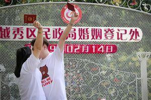 Vì sao dịch vụ đăng kí kết hôn ở Trung Quốc hoạt động xuyên Tết?