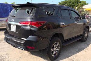 An Giang: Xe ô tô 7 chỗ bị đập nát đèn và kính chỉ vì mâu thuẫn nhỏ