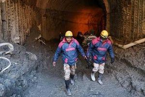 Ấn Độ khoan đường hầm tìm kiếm người sống sót sau thảm họa