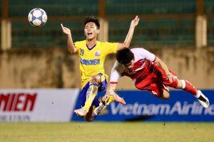 U21 Khánh Hòa: Cầu thủ nhận 70.000 đồng tiền ăn, phải cưa gỗ kiếm sống