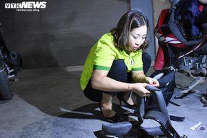 'Nữ hiệp sỹ đường phố' ngày làm công nhân, tối cứu trợ xe máy gặp nạn