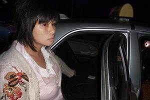 Khởi tố, bắt tạm giam người phụ nữ thuê taxi đi giao ma túy cho khách lúc rạng sáng