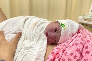 Những em bé đầu tiên chào đời trong thời khắc giao thừa 2021