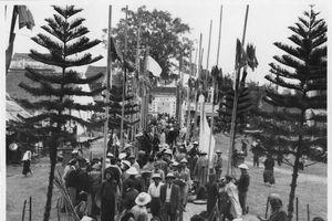 Náo nhiệt cảnh lễ hội Tết ở Hà Nội nửa thế kỷ trước