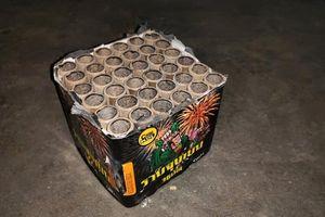 Xác pháo nổ, pháo hoa vứt đầy bên đường ở Đô Lương, Nghệ An