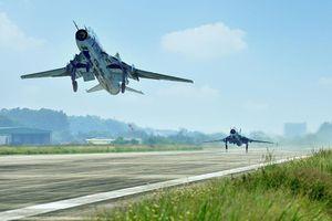 Xem huấn luyện bay từ trên không cùng Trung đoàn 921 ngày Tết