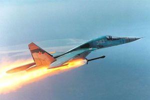 Cường kích Su-34 nhào lộn, ném bom ở độ cao 6.000 m