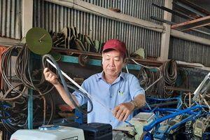 'Kỹ sư chân đất' sáng chế máy cày phao nổi cho vùng đất ngập nước