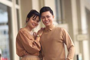 MC Lê Anh: Vợ bảo chụp ảnh với mấy cô xinh đẹp phải chỉn chu lên một chút