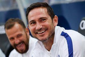 Lampard vẫn nhận lương đều đặn từ Chelsea dù bị sa thải