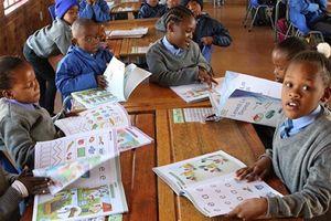 Nam Phi: Trường công gặp khó vì… học phí