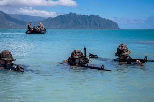 Để hỗ trợ UAV, Mỹ phát triển cả tàu chiến không người lái