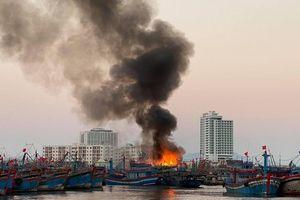 Cháy 3 tàu cá sáng mùng 3 Tết, ngư dân mất trắng hàng tỷ đồng