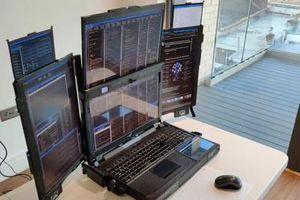 Kỳ lạ máy tính xách tay có tới 7 màn hình, nặng gần 12kg