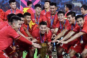 Cú hích nào nâng tầm bóng đá Việt Nam 2021?