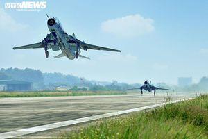 Chiêm ngưỡng 'đôi cánh ma thuật' Su-22M4 xuất kích ngày Xuân