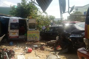 Ôtô 16 chỗ tông liên hoàn, 3 người chết