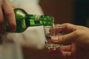 Chàng trai nhập viện sau màn ép rượu của bố bạn gái, nhưng quyết định của cô gái mới gây tranh cãi