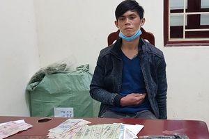 Lạng Sơn: Vờ mua bảo hiểm xe máy, nam thanh niên dùng vũ lực khống chế cướp tài sản