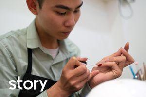 Thợ nail nam: 'Nhiều người xì xào công việc của tôi'