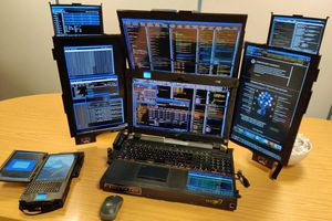 'Siêu laptop' 7 màn hình giúp dân chứng khoán thoải mái lướt sóng