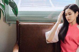 Đỗ Thị Hà đẹp nền nã với áo dài hồng trong ngày mùng 5 Tết