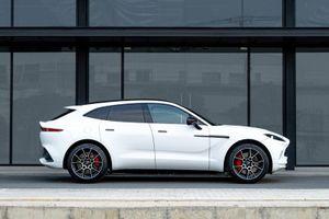 Ngắm siêu SUV Aston Martin DBX giá gần 17 tỷ đồng tại Việt Nam, cạnh tranh với Lamborghini Urus