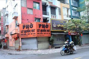 Đường phố Hà Nội sau lệnh đóng cửa quán ăn đường phố, trà đá, cà phê, điểm di tích