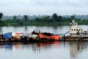 Sà lan chở 700 người chìm trên sông sâu nhất thế giới, 60 người thiệt mạng