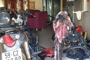 Kẻ ngáo đá đổ xăng đốt nhà, đâm hai con bị thương