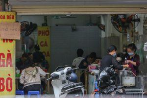 Hàng quán ở Hà Nội nơi chấp hành, chỗ lơ là phòng dịch